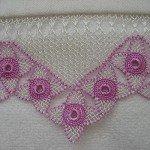 pembe-çiçek-motifli-gönen-iğne-oyalı-havlu-kenarı
