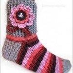çiçekli el örgüsü kışlık çorap modeli