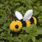 beyaz-kanatlı-amigurumi-bal-arısı-modeli
