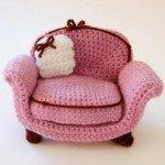beyaz-yastıklı-pembe-amigurumi-koltuk-modeli