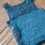 mavi dugmeli bebek yelek örneği