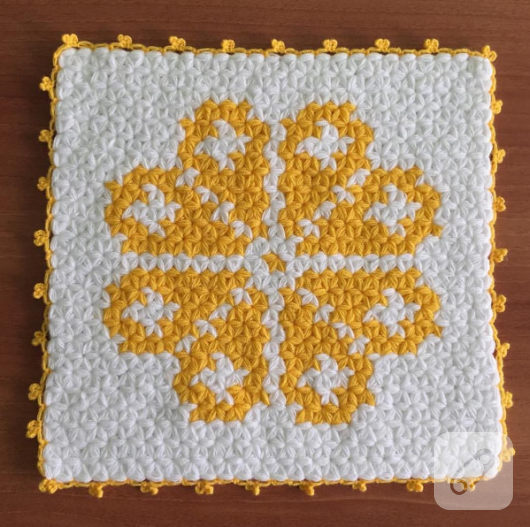 kare-seklinde-sari-beyaz-motifli-lif-modeli-530x527